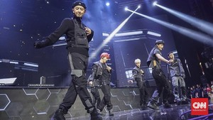 EXO Tembakkan Pesona 'Love Shot' di HUT 18 Transmedia