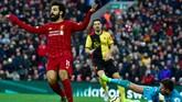 Setelah gol sundulan Sadio Mane dianulir lewat VAR, Liverpool sukses menggandakan keunggulan lewat gol kedua Mohamed Salah pada menit ke-90. (AP Photo/Rui Vieira)