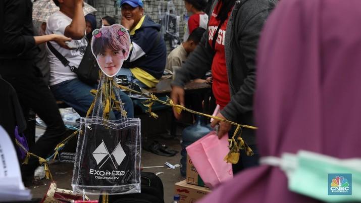 Jual Merchandise EXO, Ramainya Pedagang di HUT Transmedia!