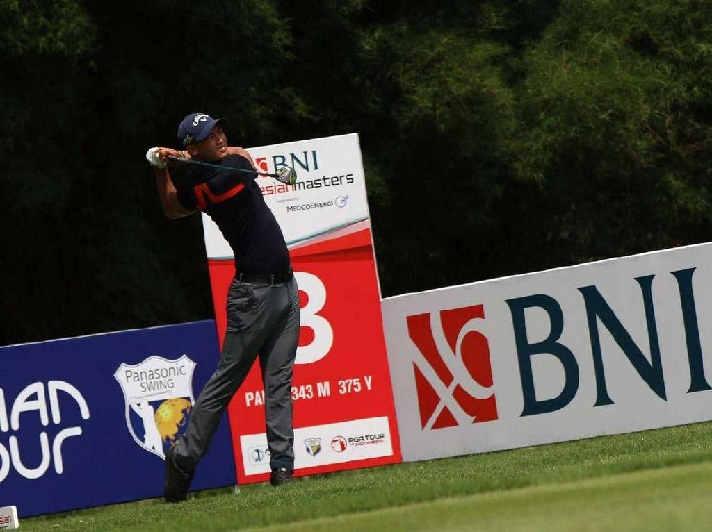 Aksi Pegolf Berburu Juara di BNI Indonesian Masters 2019