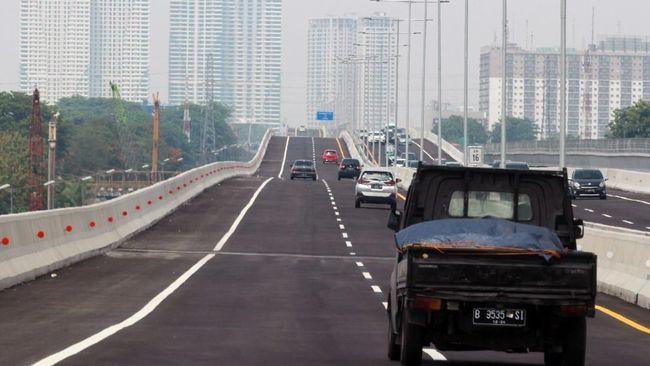 Menikmati 'Gelombang' Jalan Tol Japek II