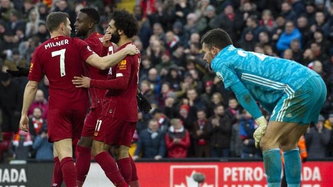 Liverpool melanjutkan tren kemenangan di Liga Inggris usai mengalahkan Watford 2-0 di Stadion Anfield, Sabtu (14/12). Dengan kemenangan itu The Reds menang dalam delapan laga beruntun di Liga Inggris. (AP Photo/Rui Vieira)