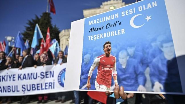 Poster bertuliskan