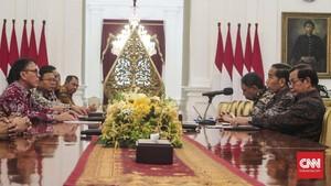 Bertemu Ketua PSSI Iwan Bule, Jokowi Minta Dua Hal