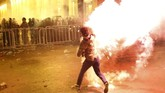 Demonstran menyerukan kepala pemerintahan yang tidak berafiliasi dengan partai politik.(AP Photo/Hussein Malla)