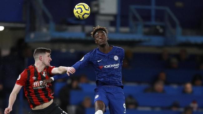 Chelsea belum bisa keluar dari rapor negatif diLiga Inggrisusai kalah 0-1 dari Bournemouth di Stamford Bridge, Sabtu (14/12). Sementara Bournemouth meraih kemenangan pertama dalam lima pertandingan terakhir. (AP Photo/Ian Walton)