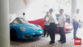 Satu Mobil Mewah Sitaan Polda Jatim Dikembalikan ke Pemilik