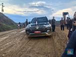 Naik Gunung Lewati Lembah, Blusukan Jokowi Cek Ibu Kota Baru