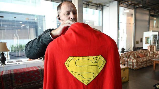 Cetak Rekor Lelang, Jubah Superman Laku Rp2,8 M