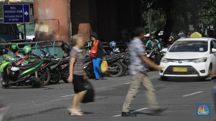 Indonesia menjadi rebutan startup decacorn ride-hailing Grab dan Gojek. Keduanya pun saling mengklaim sudah menguasai pasar Indonesia.