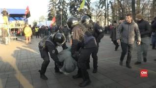 VIDEO: 19 Orang Terluka Akibat Bentrok di Ukraina