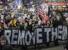Meski Dimakzulkan, Warga AS Nilai Trump tak Harus Lengser