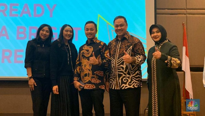 Founder Duta Bangsa, Anita Ratnasari Tanjung launching program Duta Bangsa dengan menggandeng ESQ, untuk menghasilkan SDM unggul berkualitas.