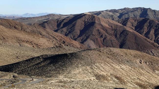 Pemandangan kota Tattoine juga ditambah dari pemandangan di Death Valley National Park, California. Di sana, tim produksi Star Wars mengambil pemandangan di Dante's View, Twenty Mule Team Canyon, Mesquite Flat Sand Dunes, Desolation Canyon, dan Artist's Palette. (RHONA WISE / AFP)