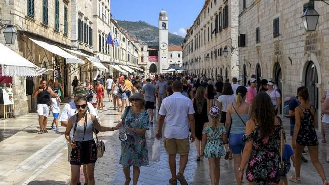Kota Dubrovnik di Kroasia menjadi lokasi syuting kota kasino Canto Bight. Kota kasino ini diceritakan ada di Planet Cantonica, planetnya para orang kaya. (Savo PRELEVIC / AFP)