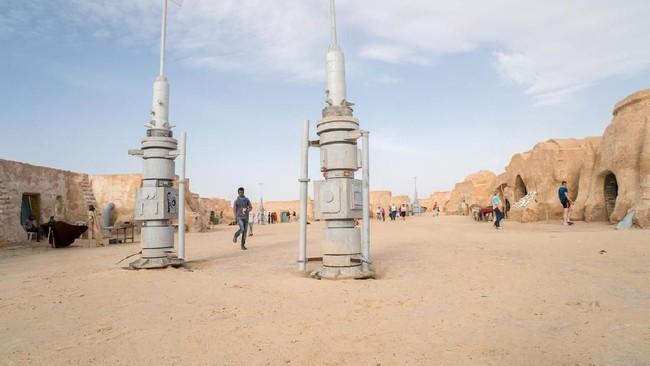 Rumah Anakin Skywalker dan Luke Skywalker dikisahkan berada di Tattoine. Nama kota tersebut terinspirasi dari kota Tataouine di Tunisia. Pemandangan kota Tattoine diambil di Gurun Sahara. (Istockphoto/Arsgera)