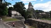 Kota kuno peninggalan Suku Maya, Tikal, yang berada di Guatemala menjadi lokasi syuting pendaratan Millennium Falcon di Yavin. Kota ini masuk dalam daftar UNESCO. (HECTOR RETAMAL / AFP)