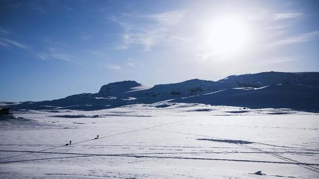 Planet super dingin, Hoth, yang dikisahkan dalam 'The Empire Strikes Back' berlokasi syuting di Finse, Norwegia. Tim produksi Star Wars bermalam di Hotel Finse 1222 dan mengambil pemandangan daratan es ini dari atap hotel. (NACKSTRAND / AFP)