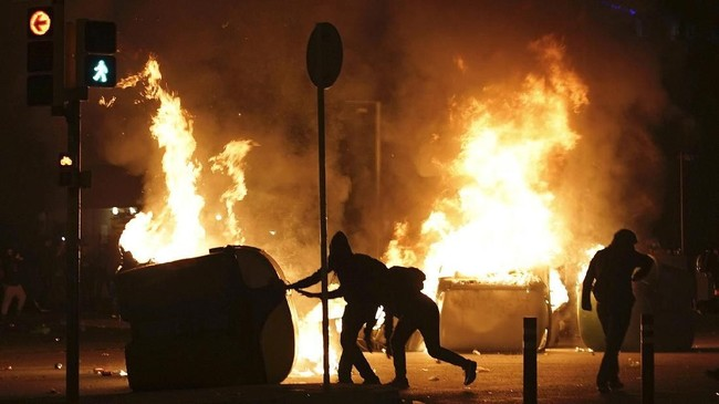 Menurut jajak pendapat dan hasil pemilihan, sentimen separatis tumbuh tajam di Catalonia selama resesi global hingga muncul seruan untuk memisahkan diri dari Spanyol. (AP Photo/Felipe Dana)