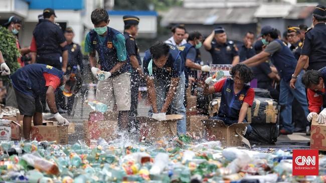 Dirjen Bea dan Cukai Heru Pambudi menyatakan kurun waktu 2017-2019, Kanwil Bea Cukai Jakarta telah melakukan program terobosan dalam rangka pengamanan penerimaan negara melalui beberapa operasi di antaranya operasi macan kemayoran, operasi gempur, dan operasi rutin di bidang cukai.(CNN Indonesia/Bisma Septalisma)