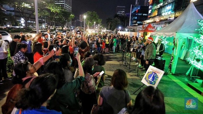 Serunya Christmas Carol di Trotoar DKI Jakarta