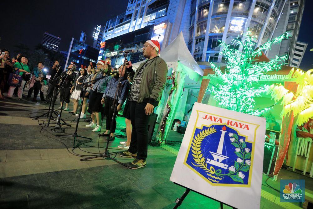 Pemprov DKI berkolaborasi dengan sejumlah pihak mengadakan Christmas Carol trotoar Sudirman-Thamrin.