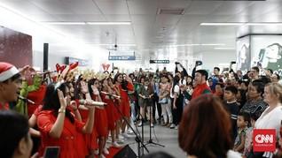 FOTO: Gema 'Christmas Carol' di Ibu Kota Jelang Natal