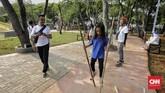 Dengan luas 22,3 hektare, RTH Utan Kemayoran memberikan keleluasan bagi pengunjung untuk beraktivitas. Mulai dari sekadar berjalan-jalan, berlari, hingga bermain.