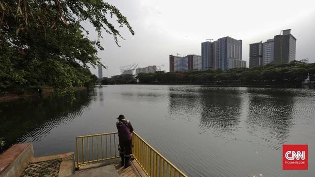 Danau Kemayoran dalam RTH Utan Kemayoran terlihat bersih.BLU Pusat Pengelolaan Komplek (PPK) Kemayoran merampungkan revitalisasi hutan kota Kemayoran tahap I dengan total investasi sebesar Rp4 miliar.