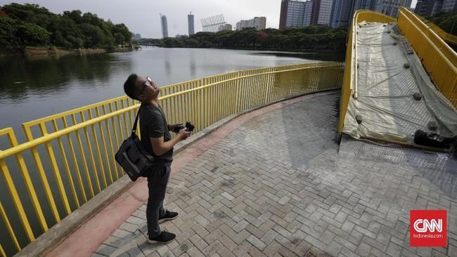 Ada juga beberapa sudut menarik yang bisa dijadikan sebagai objek fotografi. Utan Kemayoran ini diharapkan menjadi solusi terkait kebutuhan warga Jakarta akan ruang publik yang hijau, ramah, dan gratis.