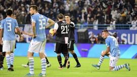 Piala Super Italia: Ronaldo Pakai Medali Hanya Satu Detik