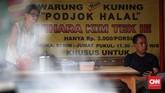 Warung makan Podjok Halal untuk orang tak mampu dibuka di Vihara Kim Tek Ie, Petak Sembilan, Jakarta Barat, Selasa, 24 Desember 2019. (CNNIndonesia/Safir Makki)