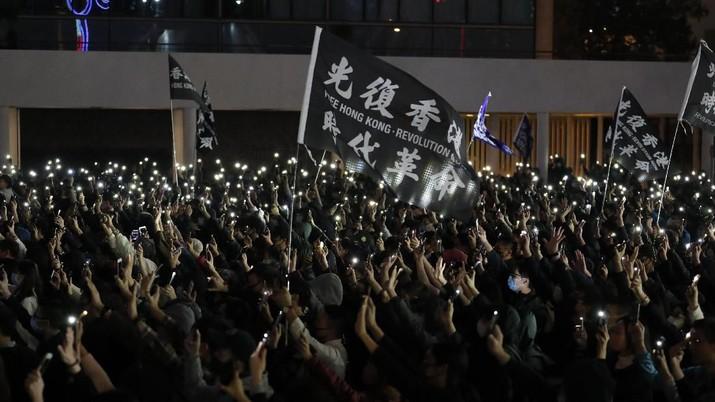 Polisi Hong Kong akhirnya menangkap sekitar 400 orang.