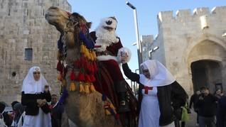 Ribuan Warga Palestina Ikut Parade Natal untuk Tebar Harapan