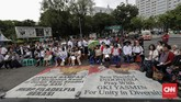 Dalam perayaan itu para jemaat meminta pemerintah mengambil langkah konkret agar pembangunan gereja jemaat di dua kota tersebut dapat dilanjutkan dan dipakai untuk beribadah. (CNN Indonesia/Adhi Wicaksono)