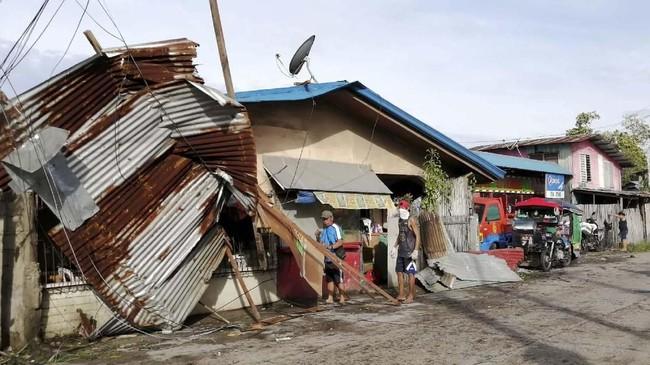Topan Phanfone diperkirakan akan melintasi kawasan tengah Filipina dan mengarah ke Laut China Selatan.(Photo by RONALD FRANK DEJON / AFP)