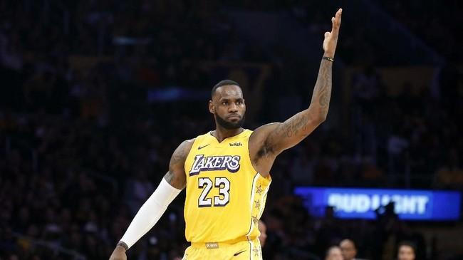 LeBron James jadi pencetak angka terbanyak Lakers dengan catatan 25 poin. Namun ia tak mampu menolong Lakers tampil konsisten di dua kuarter akhir. (AP Photo/Ringo H.W. Chiu)