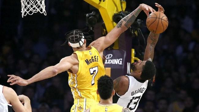 LA Lakers tampil bagus di paruh awal pertandingan dan memimpin 63-51 pada akhir kuarter kedua.(AP Photo/Ringo H.W. Chiu)