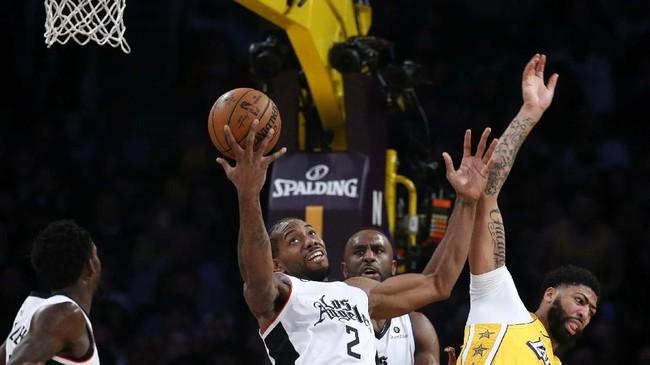 Kawhi Leonard berhasil mencetak 35 poin dan membawa Clippers bangkit pada dua kuarter akhir. (AP Photo/Ringo H.W. Chiu)