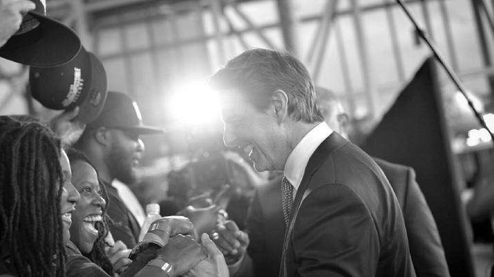 Viral, Gaya Tom Cruise Nyalon Presiden AS 2020