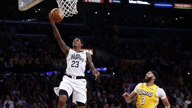 LA Clippers akhirnya mengalahkan LA Lakers dengan skor 111-106. (AP Photo/Ringo H.W. Chiu)