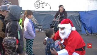 VIDEO: Natal untuk Anak-anak Imigran di Perbatasan AS-Meksiko