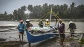 Topan tersebut pertama kali menerjang Pulau Samar pada dengan kecepatan 150 kilometer per jam. (Photo by Alren BERONIO / AFP)