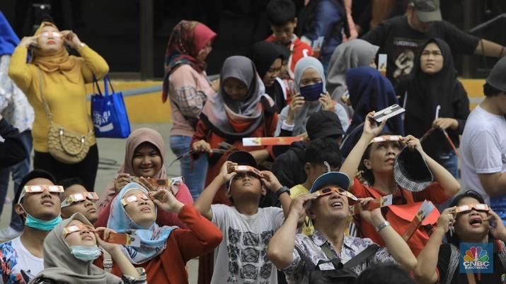 Menikmati Gerhana Matahari Cincin di Planetarium(CNBC Indonesia/Andrean Kristianto)