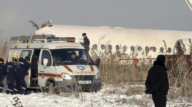 Menurut situs pelacak penerbanganFlightview.com, pesawat jenis Fokker 100 itu dijadwalkan meninggalkan Almaty pada pukul 07.05 waktu lokal dan tiba di Ibu Kota Astana pada 08.40.(AP Photo/Vladimir Tretyakov)