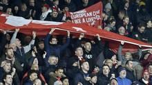 Suporter Liverpool Protes Kebijakan Merumahkan Karyawan