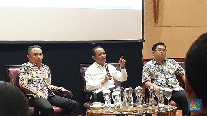 Kepala Badan Koordinasi Penanaman Modal (BKPM) Bahlil Lahadalia mengklaim realisasi investasi 2019 diprediksi melebihi target dari Rp790 Triliun.
