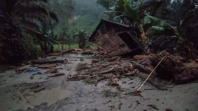 6 Rumah Hanyut Tersapu Banjir Bandang Di Labuhanbatu Utara
