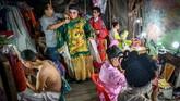 Namun jumlah pertunjukan opera Tionghoa ini telah menyusut tajam, seiring perkembangan ponsel, bioskop, layanan streaming, juga bangunan pusat hiburan masyarakat modern. (Photo by Mladen ANTONOV / AFP)