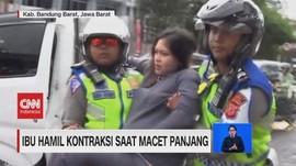 VIDEO: Ibu Hamil Kontraksi Saat Macet Panjang